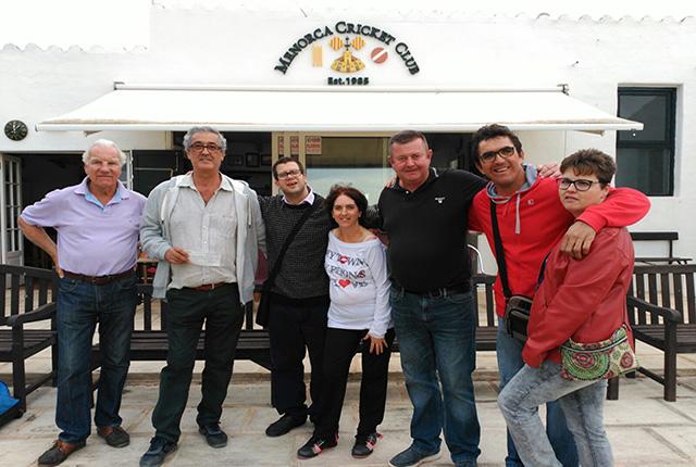 Donació des Criquet Club de Menorca a nes Club-Vidalba