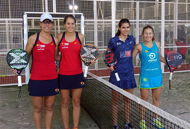 Gemma Triay, la segunda por la izquierda, antes del partido de cuartos de final.