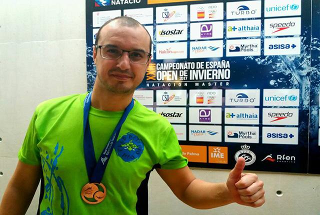 Juanma de Lozar, medalla en el Nacional Open de Natación Máster