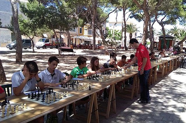20 equips de 7 col·legis a sa II Diada dels escacs