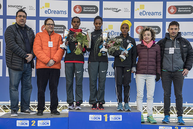 podium-femenino-Mitja Marató de Barcelona