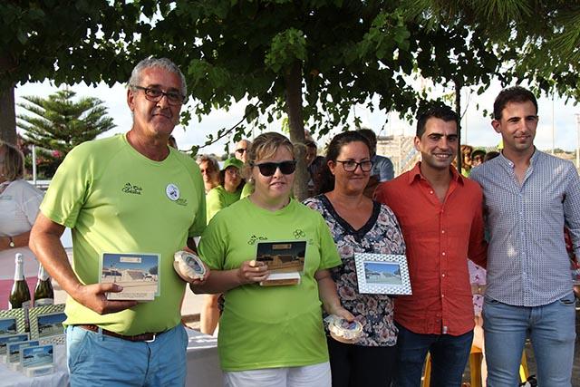 Silvia i Javi-Campions amb Miquel Company-Conseller Esportes-Rafel Quintana Regidor Esports Lô i Mari López Presi de AAVV Cala en Porter