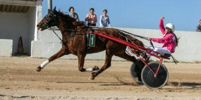 Primera carrera aficonats, guanyadora elliemay conduida per Patricia Muñoz_mao-2
