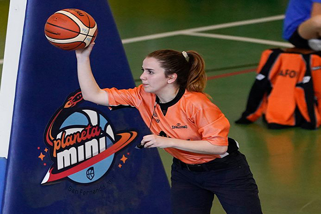 Laura Reus, arbitre básquet