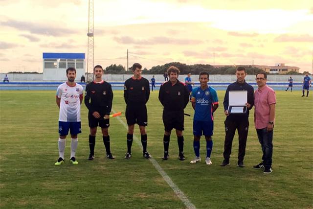 Placa del Sporting centenario del CD Menorca